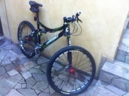 "Bicicleta Cannondale aro 26 Tamanho ""L"" ano 2010"