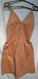 V/ Vestido marrom de alcinha em detalhes