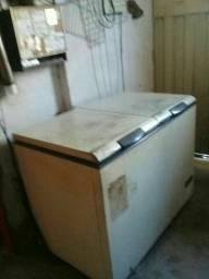 Vendo dois freezers em ótimo estado
