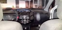 Carro Toyota Etios 2015-2016