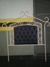 Cabecera de cama de solteiro em ferro