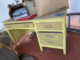Mesa de madeira verdadeira
