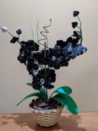 Arranjo de orquídeas artificial