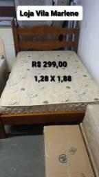 Cama de madeira com colchão 1,28 X 1,88