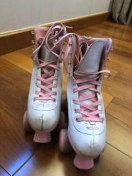 Patins de couro branco com rosa