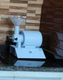 Máquina de moer café, pimenta do reino entre outros...