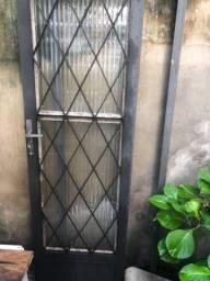 Vendo porta de ferro maciço