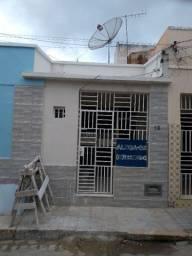 Aluga-se casa e ponto comercial no centro de Juazeiro-BA