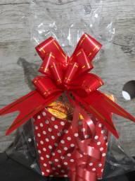 Cestinhas com chocolates para presente