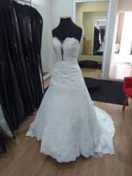 Vestido de noiva branco ajustável
