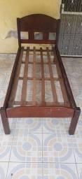 Título do anúncio: Vende-se cama de madeira/solteiro