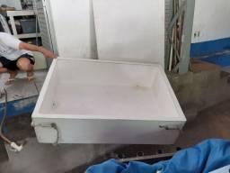 Caixa térmica 460 litros para uso em carroceria caminhonetes