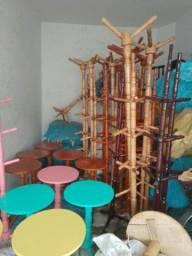 Mesas e cabideiro