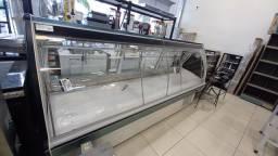 Expositor  de Açougue Top vidro curvo com iluminação  a led - Vendedora Leila