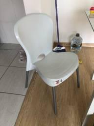 Cadeiras brancas + mesa de jantar