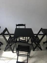 Mesa e cadeiras sem pintura