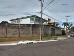 Sobrado St. Pedro Ludovico, 5 quartos, 3 suítes, lote 560m², esquina Goiânia, Goiás