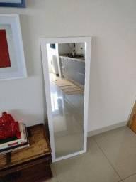 Espeho com moldura branca