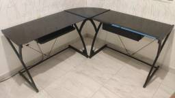 Escrivaninha/ mesa de estudos com tampa de vidro fumê