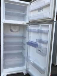 Vendo geladeira electrolux semi nova