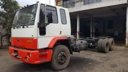 Caminhão Ford Cargo 1517 Trucado Com Cabine Leito no chassi