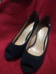 Título do anúncio: Calçado da Vizzano de veludo preto semi novo