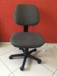 Cadeira de escritório - Giratória