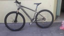 Bike Foxxer aro 29 toda Shimano alívio usada 2 vezes