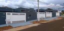 Lindas casas novas com área gourmet e 2 suítes no Jd Montevidéu!