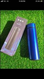 Garrafa térmica azul e preta Com Led