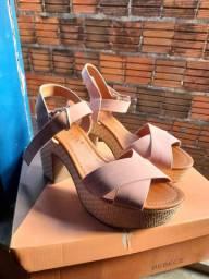 Vendo dois pares de sandália