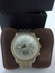Relógio Michael Kors - MK 5676  - Dourado com cristais Swarovski