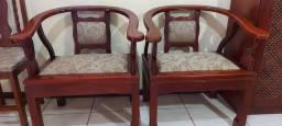 Duas cadeira de madeira de lei laqueadas
