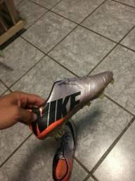Chuteira Nike primeira linha profissional(para vender hoje)