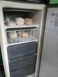 Vendo este freezer $ 550
