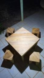 Jogo de mesa rústico de pallet