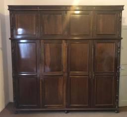 Armário em madeira vintage e clássico