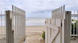 Chalé pé na areia com 4 dormitórios no Perequê em Porto Belo - Cód. 16C