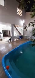 Espaço de festa com piscina para 70 pessoas.
