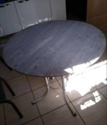 Vendo excelente mesa redonda sem cadeiras 200,00