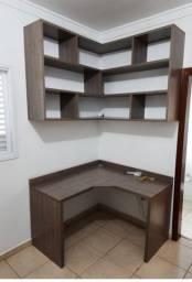 Armário de madeira para o quarto