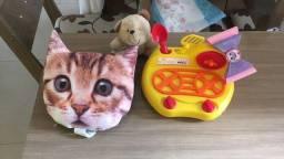 3 brinquedos + tiara lol - 30,00