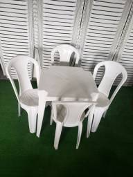 Jogos de Mesa com 4 Cadeiras  Plástico