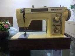 Título do anúncio: Maquina de costura doméstica Elgin