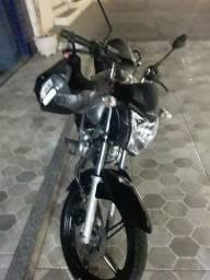 Vendo uma moto.