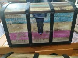 Bau em madeira e metal