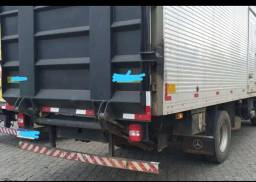 Rampa hidráulica para caminhão toco