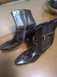 Sapatos femininos, tamanho 35 e 36.