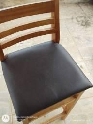 Banco de madeira com assento em korino preto