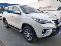 Toyota hilux sw srx a 4fd 2016/2017 com 05 lugares baixei pra vender rapido
